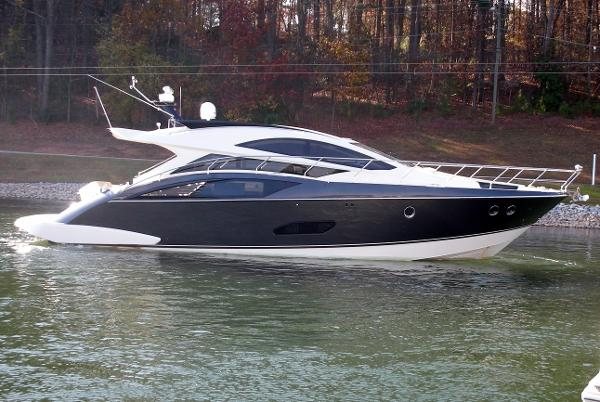 Marquis 500 Sport Coupe Starboard view