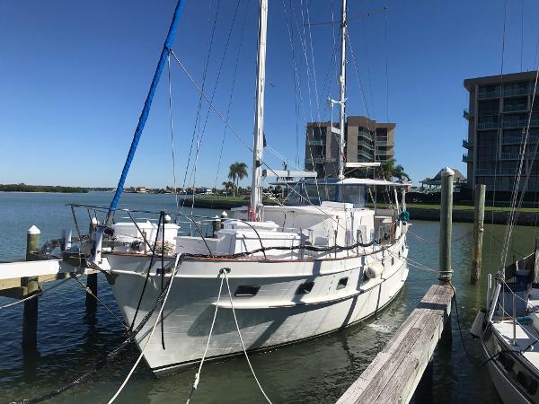 Island Trader 46 trawler sailer