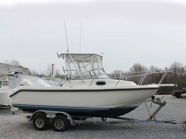 Boston Whaler 21 Conquest Profile
