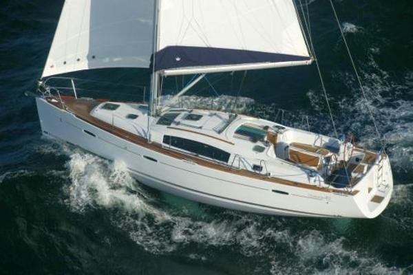 Beneteau Oceanis 40 Under way