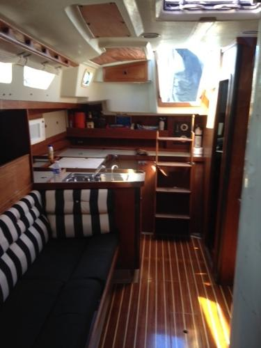 Starboard settee / Galley
