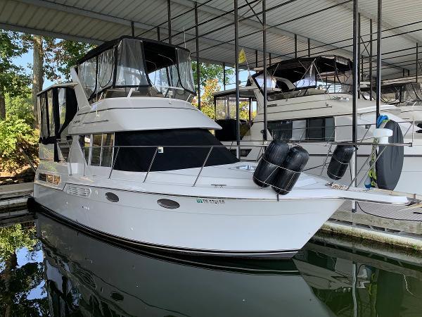 Carver 325 Motor Yacht