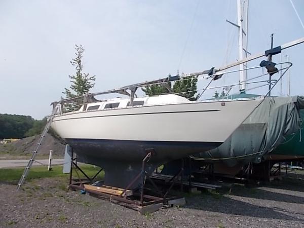 Columbia Yacht 8.7