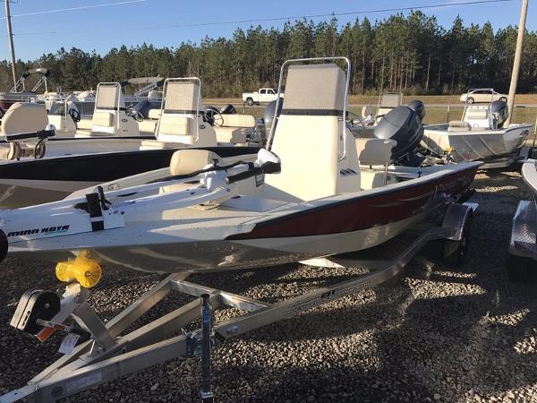 Xpress Boats Hyper-Lift® Bay H18B