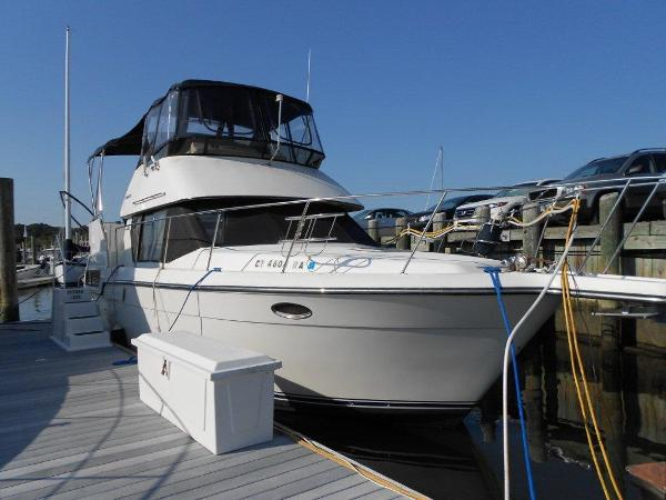 Carver 33 Aft Cabin Motor Yacht Starboard Bow