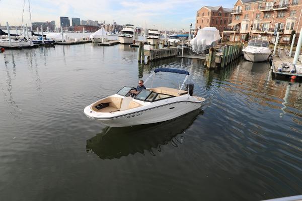 Sea Ray SPX 190 Outboard