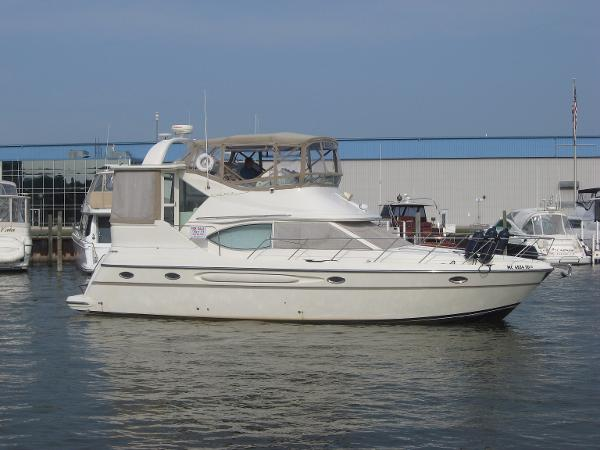 Maxum 4100 SCA ON THE WATER