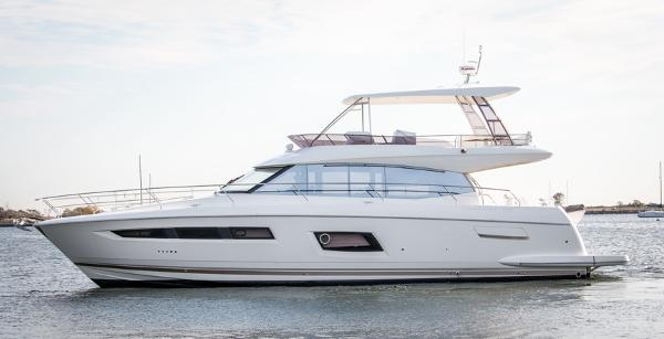 Prestige Yachts 560 Flybridge Port Side