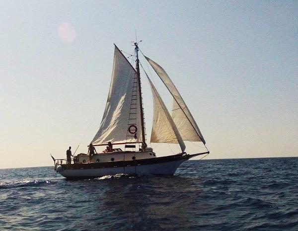 Antique Spray 33 Cutter Yacht. Beam reach, full sail compliment.