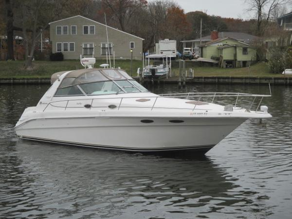 Sea Ray 330 Sundancer Starboard Bow