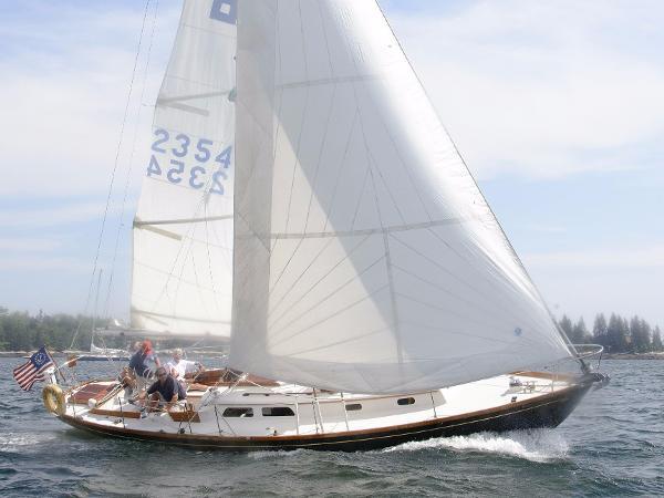 Hinckley Pilot 35 Sloop Queen Mab