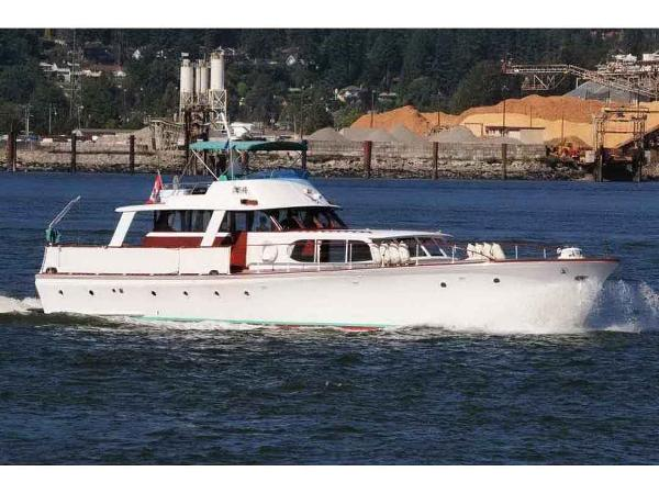 Classic Motor Yacht, Live-Aboard