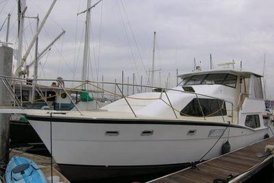 Kadey-Krogen Silhouette Sundeck MY Dockside port