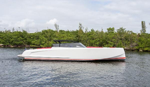 Vanquish Yachts SportCruiser