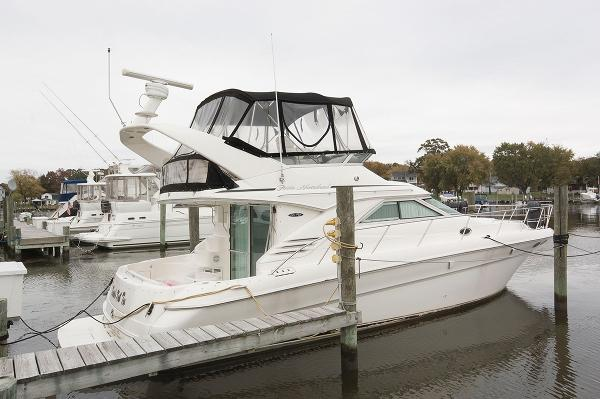 Sea Ray 400 Sedan Bridge At The Dock