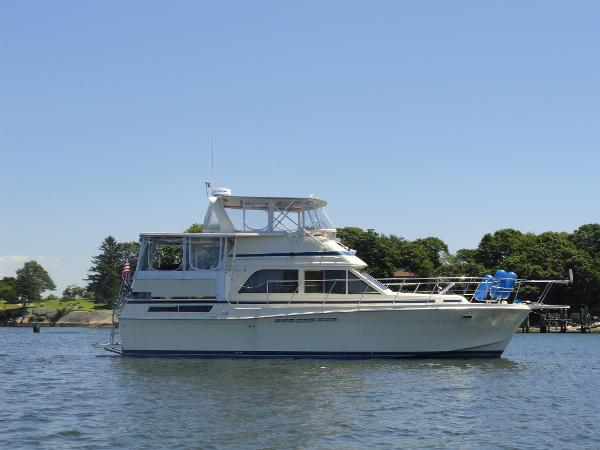 Chris-Craft 426 Catalina Starboard Profile