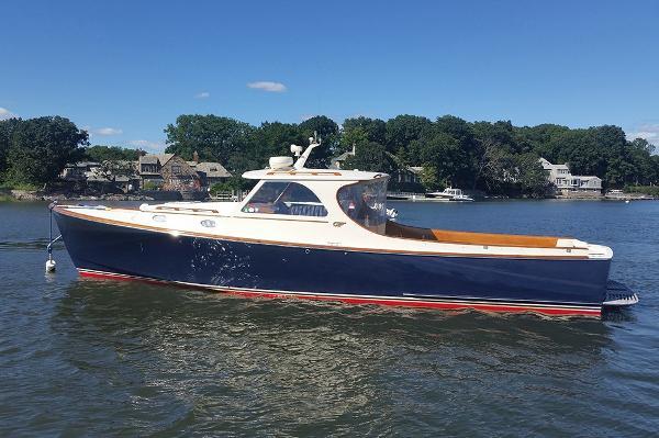 Hinckley 36 Classic Picnic Boat