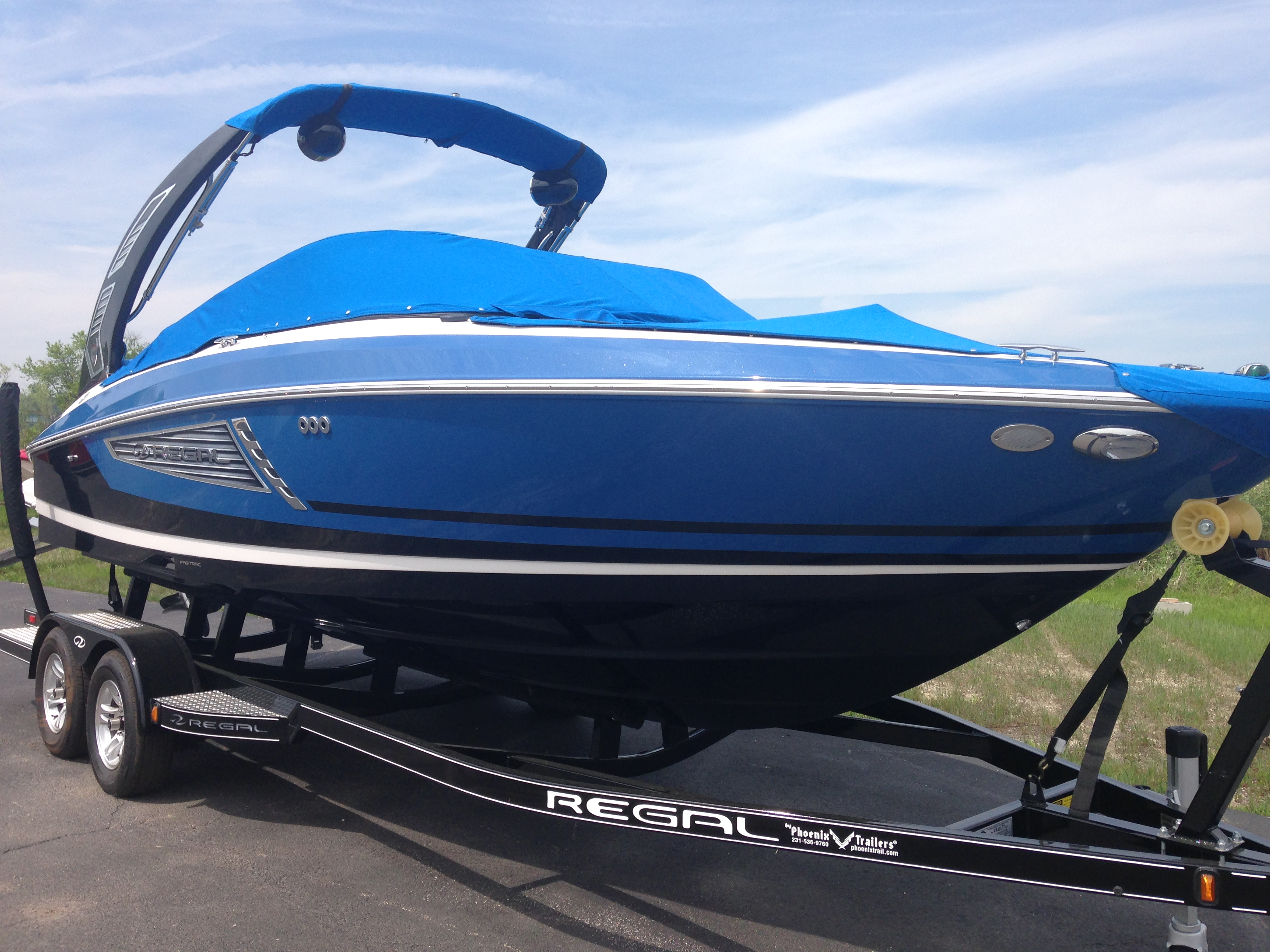 Regal 2300 Surf