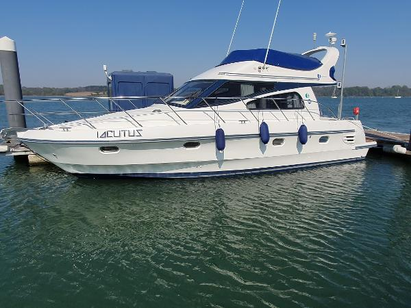 Birchwood Challenger 360 Flybridge Moored