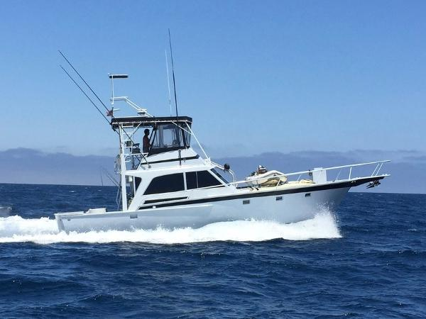 Striker 44 Sport Fisherman Underway
