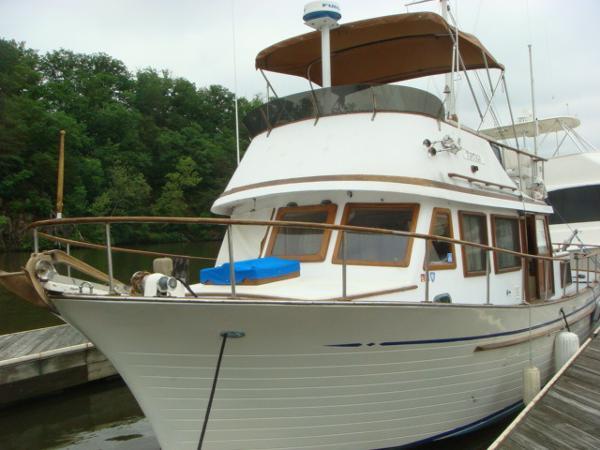 Albin 36 Double Cabin Trawler 36' Albin port forward profile