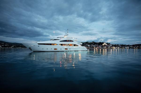 Sunseeker 40M Yacht Side Shot