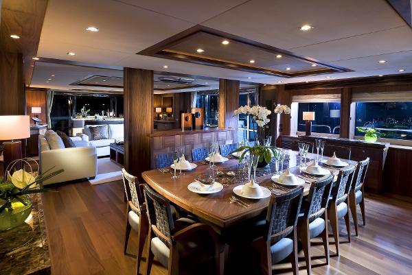 Sunseeker 40M Yacht Dining