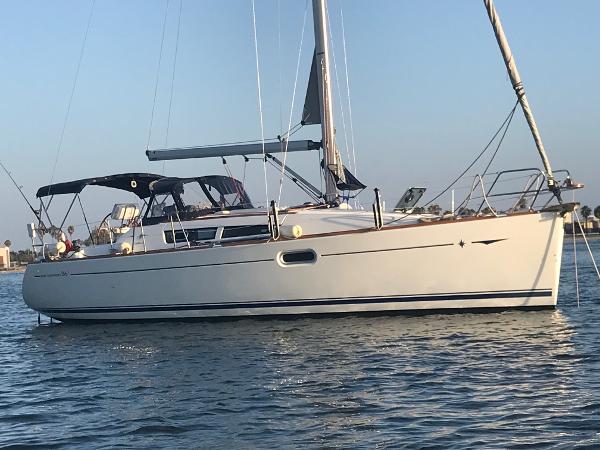 Jeanneau Sun Odyssey 36i At Anchor