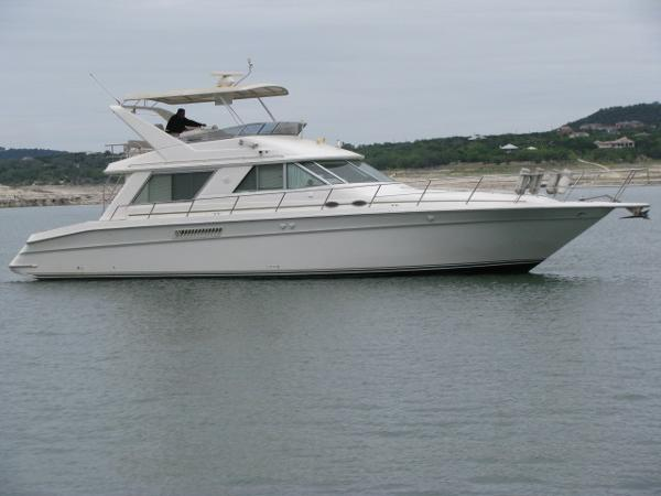 Sea Ray 550 Sedan Bridge