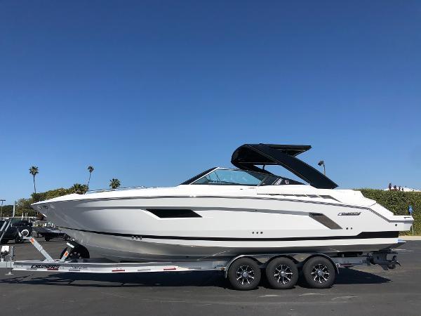 Cruisers Yachts 338 CX Bow Rider