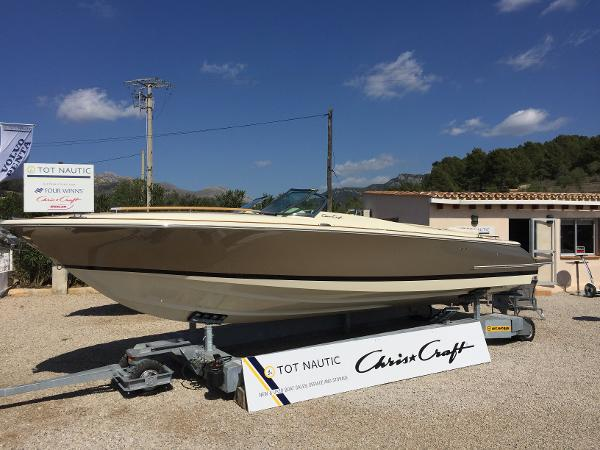 Chris-Craft Corsair 28