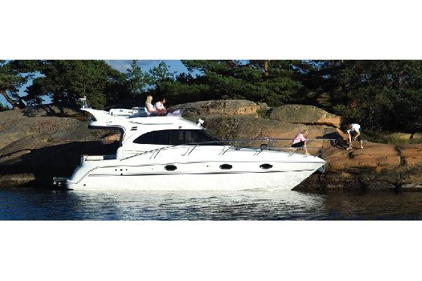 Galeon 330 Fly Manufacturer Provided Image