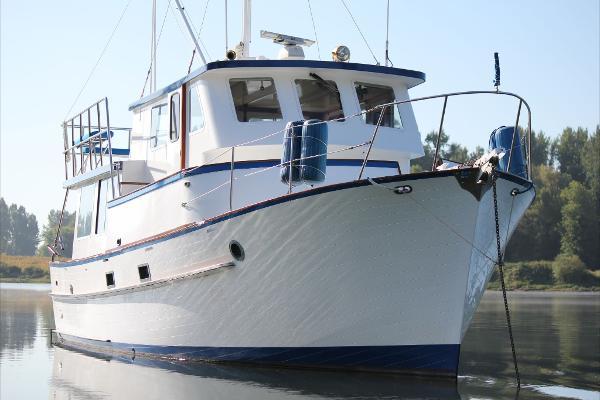Bluewater 40 Trawler Pilothouse
