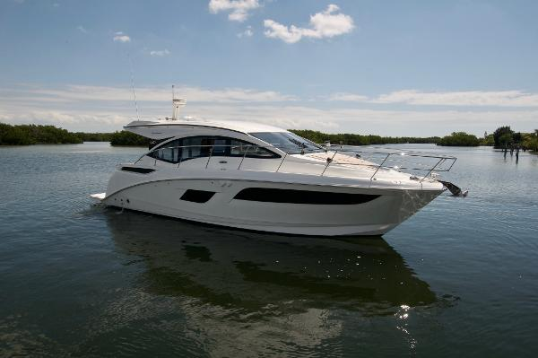Sea Ray 400 Sundancer Profile