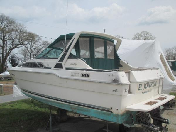 Sea Ray 300 Sundancer Port Quarter