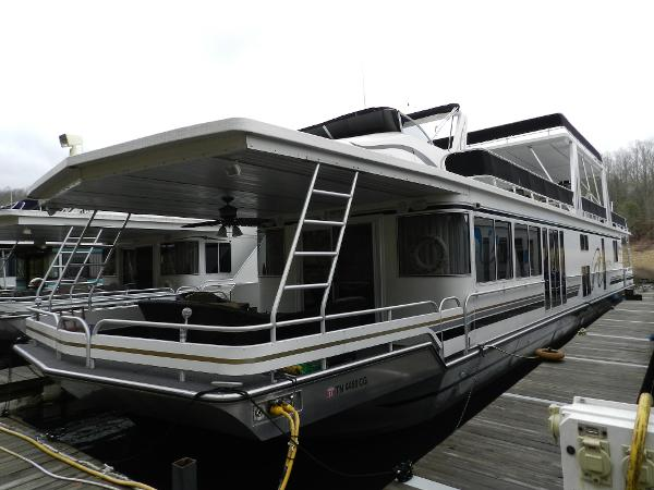 Fantasy Houseboat 18'x85' Houseboat Port side