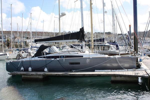 Jeanneau Sun Odyssey 349 Starboard side