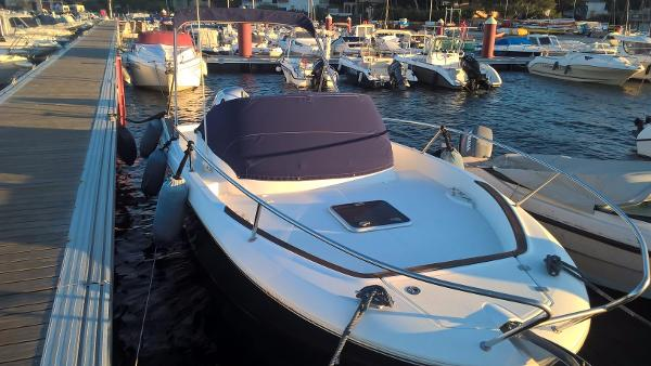 Jeanneau Cap Camarat 7.5 CC SÉRIE 2 Jeanneau Cap camarat 7.5 WA - seven yachts