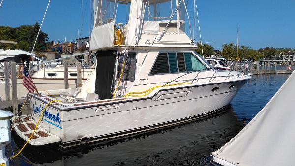 Tiara Yachts 36 Flybridge Stbd