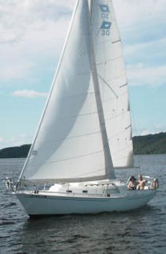 Pearson 30 Under sail