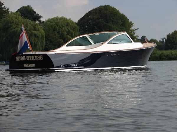 LongIsland 33 Runabout Classic Lines