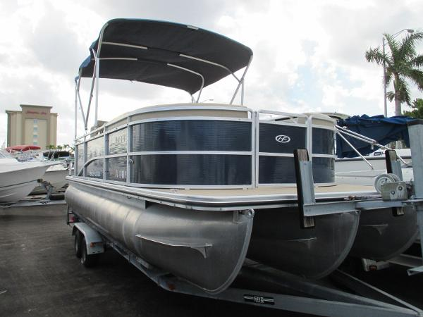 Harris 220 Tritoon Cruiser