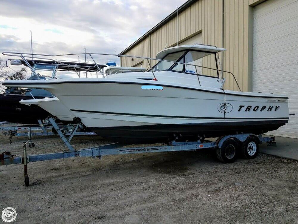Trophy 2509 Walkaround 2000 Bayliner 26 for sale in Warwick, RI