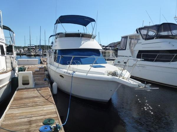 Carver 28 Aft Cabin Dock Side Starboard Bow
