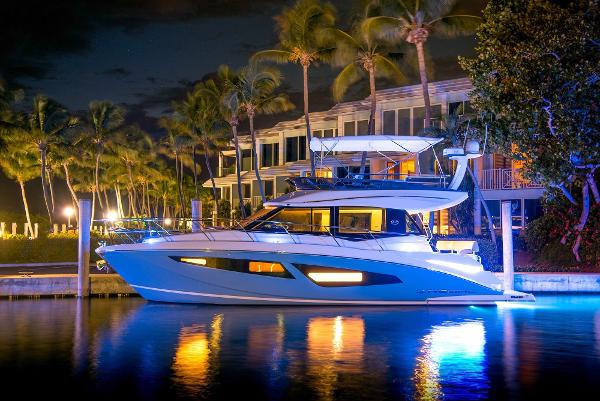 Regal  42 Flybridge Sport Yacht