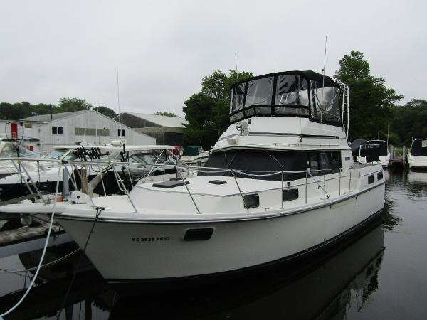 Carver 3607 Aft Cabin Motoryacht Exterior Profile
