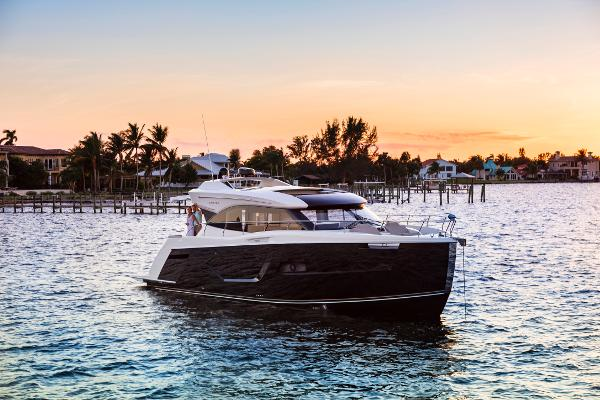 Carver C52 Coupe 2018 Carver Yachts C52 Coupe
