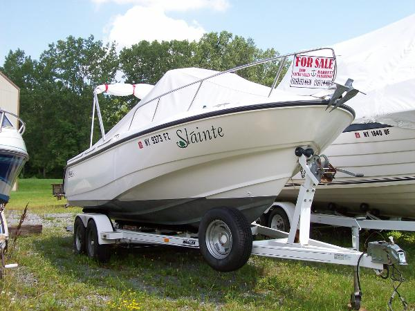 Boston Whaler 210 Outrage (Rogue)