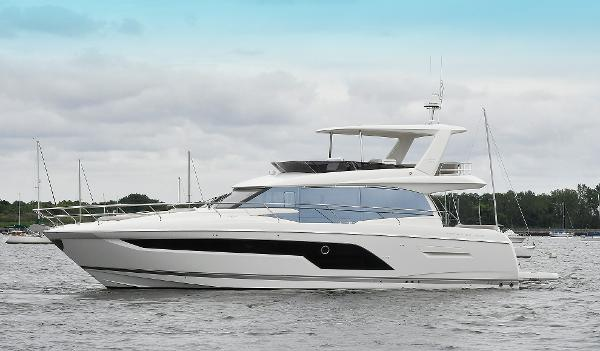 Prestige 590 flybridge Port Side