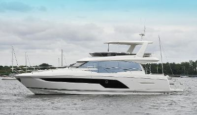 Prestige 590 Fly Port Side